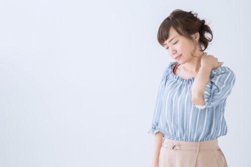 肩が痛い女性